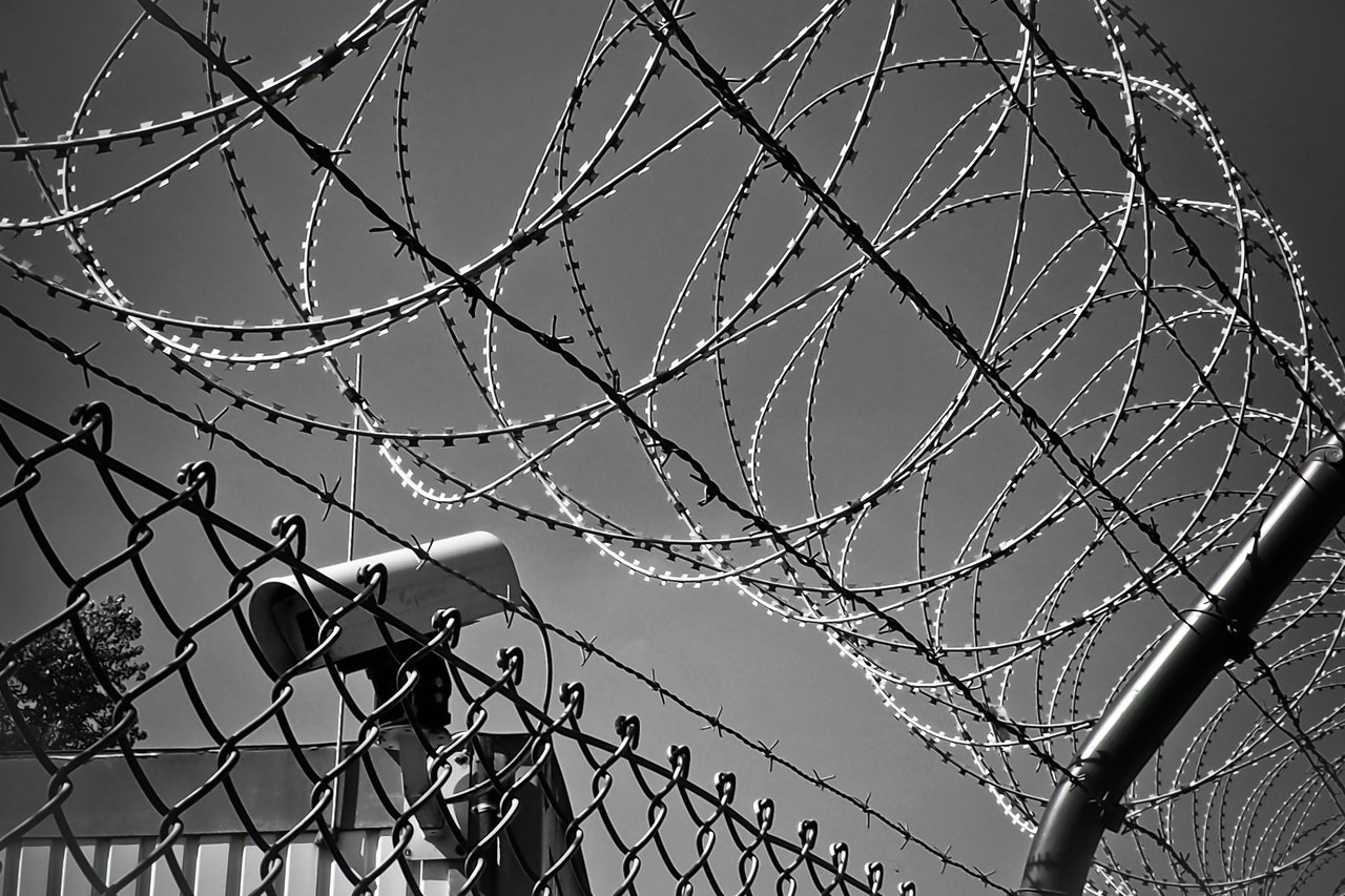 """barbed-wire  - barbed wire - """"Good Enough"""" Free AV Software Argues For Security Awareness Training"""